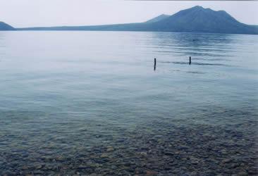 支笏湖。日本で2番目に透明度が高い湖水なんだそうです。